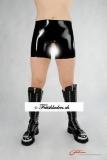 Latex Shorts mit offenem Kondom